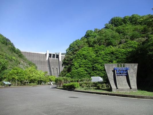 宮ヶ瀬ダムの下
