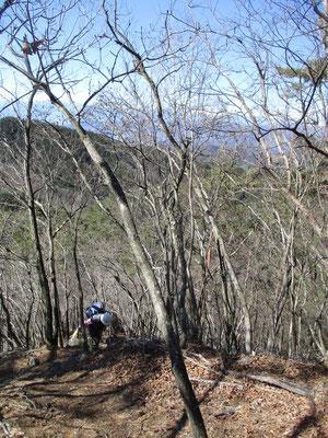 急登あり、岩稜地帯あり 小粒ながらピリリと辛いちょっとした山