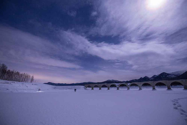Kさん撮影の写真 上に輝いてるのは雲の中の月