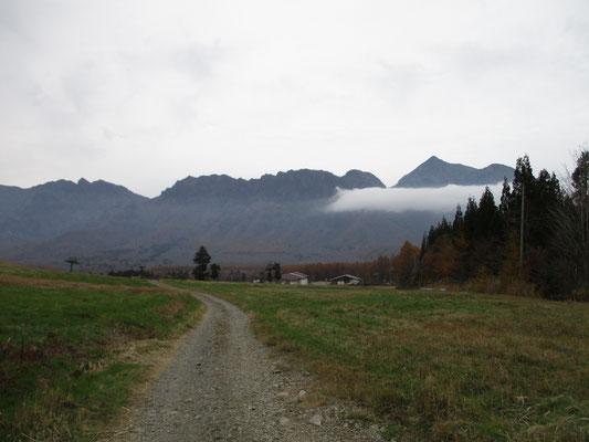 ゆっくりと過ごし下山すると、戸隠山方面に一筋の雲が… これがまたたく間に一面のガスとなり眺望はおしまい