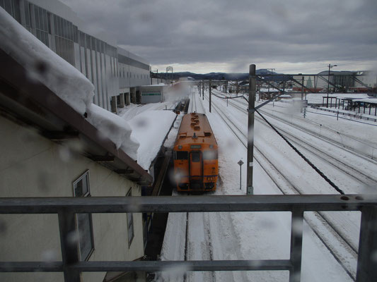 道南いさりび鉄道が終着の木古内ホームに停車