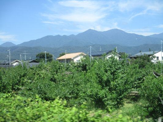 塩山近く 大菩薩南稜の山並が目にとまりました