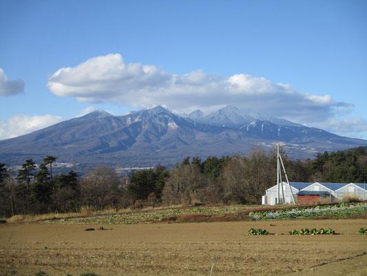 初日は陰鬱な雲にすっぽり包まれていた八ヶ岳 雲が取れてみたら、素晴らしい雪化粧