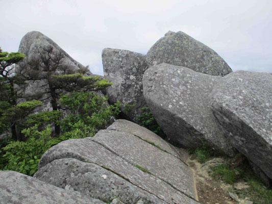 花崗岩の巨岩「日出岩」
