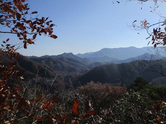 京塚山山頂から見える丹沢方面