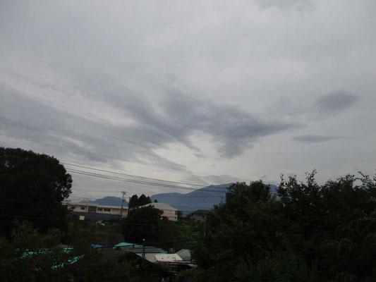 天気はよくても鳳凰三山・地蔵岳のオベリスクは雲の中で姿を現しません