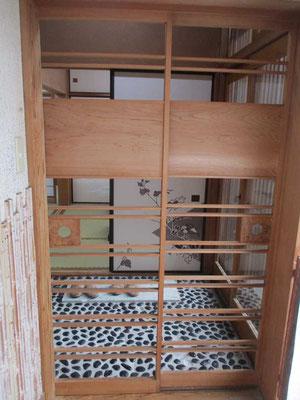 部屋の入り口の格子戸 どこそこにこうした細工が施されています