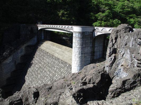 宮ヶ瀬ダム下にある石小屋のダム