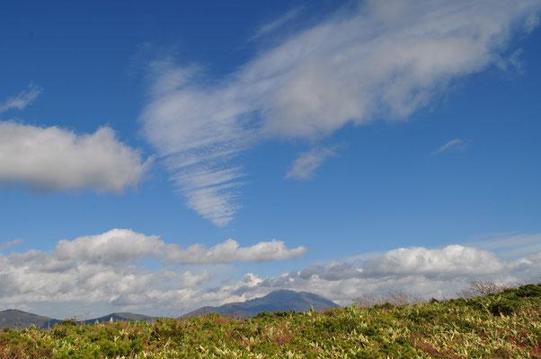 岩手山の上空に大きく青空が拡がります いっときはこんなにいい天気に恵まれました