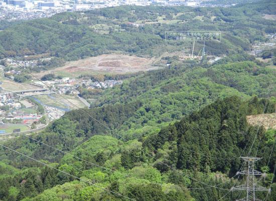 鉄塔がある場所は見晴らしがよく、いつも「西山を守る会」山行後に反省会をする会場「沓掛館山」が確認できました