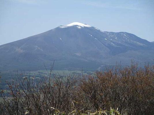 """白い""""カロッタ""""を被った浅間山"""