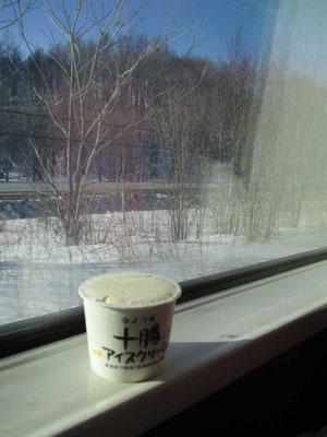 帰路にも買った北海道産ミルクでつくったおいしいアイスクリーム