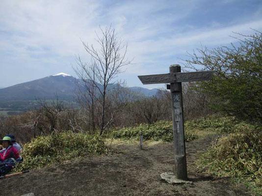 山頂は360度の展望 見えすぎるくらいなのですが、浅間山以外は距離が遠いです