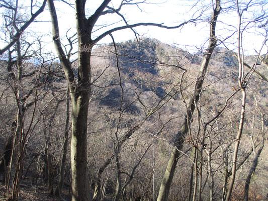 高取山北尾根より華厳山を見る