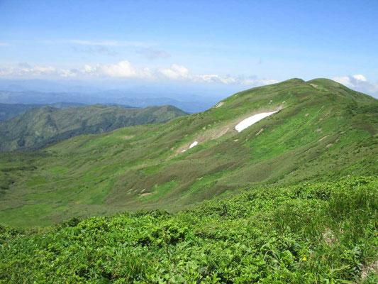 西焼石岳と秋田県側