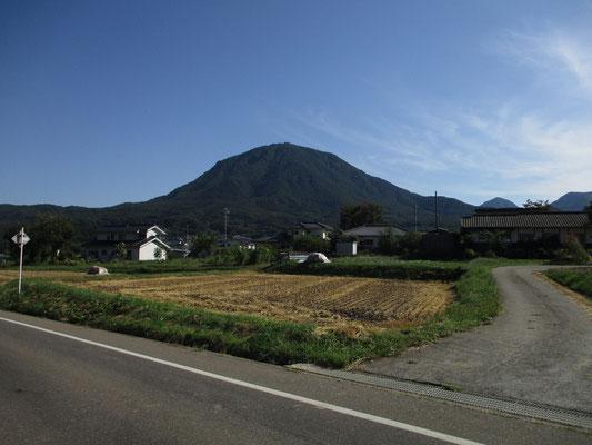 さきほど登った夫神山 1250m とてもいい山でした