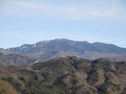 グングン昇って、金峰山が一気に見えて来てびっくり 山頂の五丈岩も見える