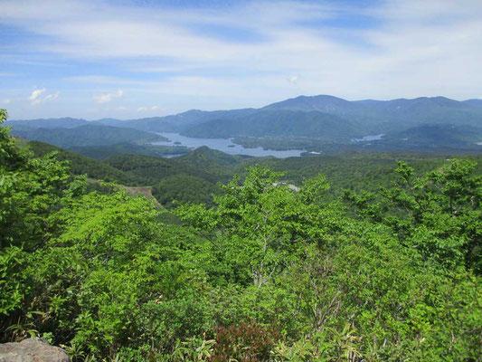 桧原湖と吾妻連峰