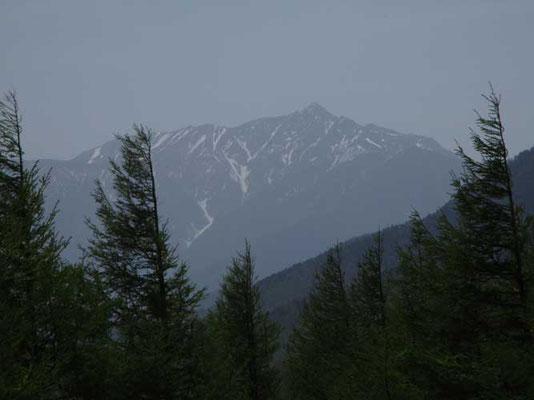 奥の方まで進むと今日も塩見岳がカッコよく見えていました でも残雪はわずかでした