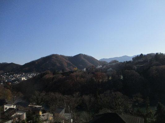 帰りに藤野駅から見た日連(ひづれ)金剛山の方 晴天で風もない山日和でした