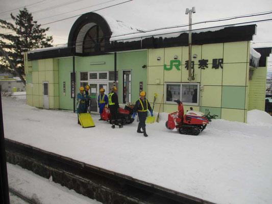 除雪をほぼ終了した作業員の人たち お疲れ様です