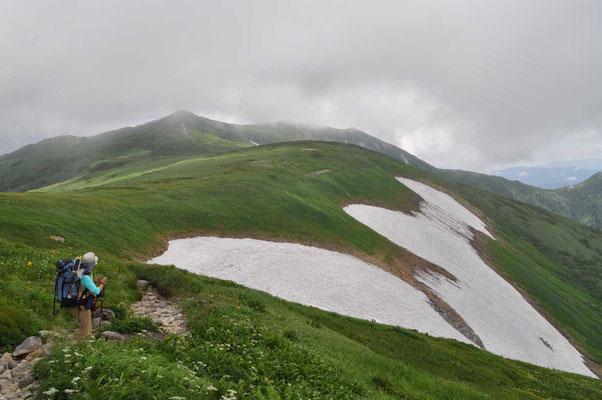 再び飯豊本山へ 大日岳登頂後、ピストンで縦走路を戻る