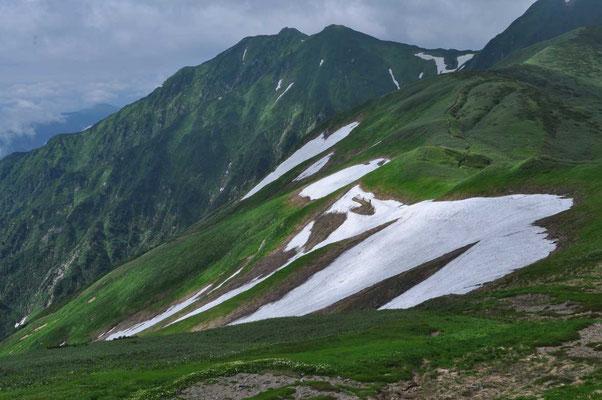 雪田と櫛ヶ岳のほう