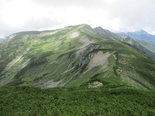 大きくしかも不思議な山容の双六岳