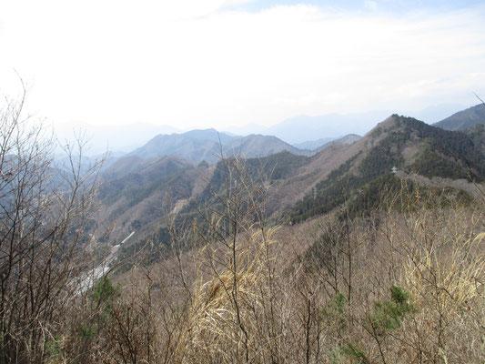 雛鶴峠から日向舟まで行く手前に一番展望のいい所がある リニア見物も可能