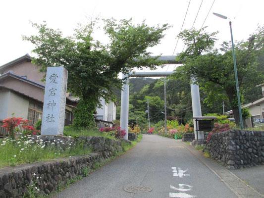 私たちには出口になった愛宕神社の立派な入り口の鳥居