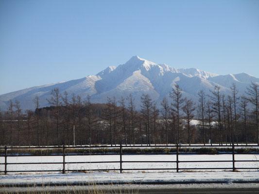 あたふたして最後にやっと斜里岳の見えるポイントに辿り着いてスケッチ