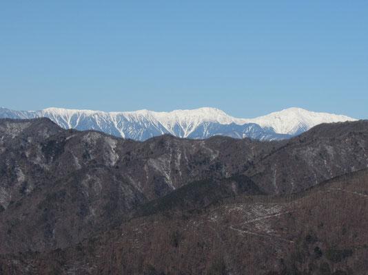 笹山〜広河内岳〜農鳥岳に連なる稜線 そして大きな間ノ岳