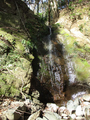 滝谷の滝 採石工事のため、年々水量は減っているとのこと 往年の滝の姿はどんなだったのだろう