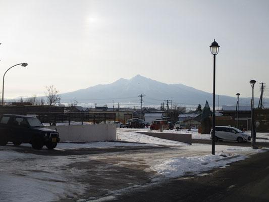 知床斜里駅から見える斜里岳