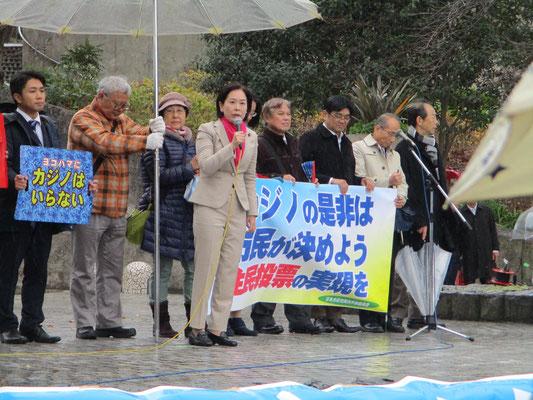 日本共産党の方たち 中央でマイクを握っているのは はたの君枝衆議院議員