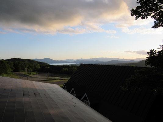 二日目の朝は好天で田沢湖も明るかった
