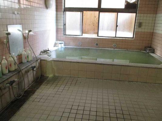 炎症を起こしているのに帰りに立ち寄った湯元温泉 本当は炎症時は冷やすことが重要で風呂(温泉)などはもってのほかです