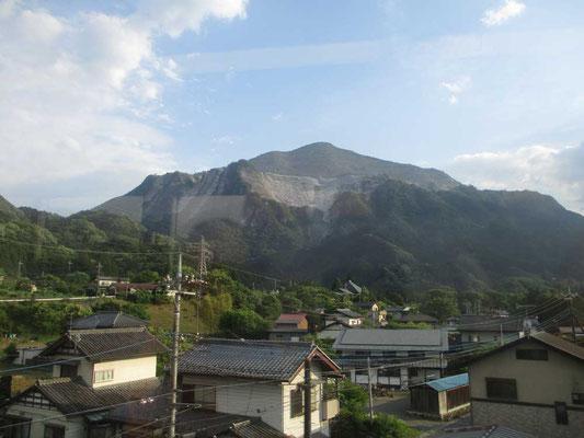 車窓から見えた秩父の名峰 武甲山