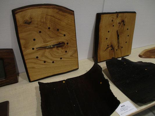 木の時計も健在 時計盤もトレーも、自然の木の特性を利用して作っています