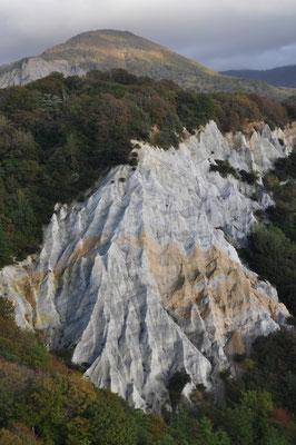最後に「日本キャニオン」と名付けられた奇岩景勝地の展望台まで登ってみる 映画のセッティングではないか?と思うような摩訶不思議な光景…