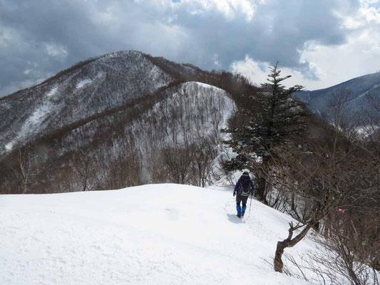 下山、駒ケ岳に向かいます