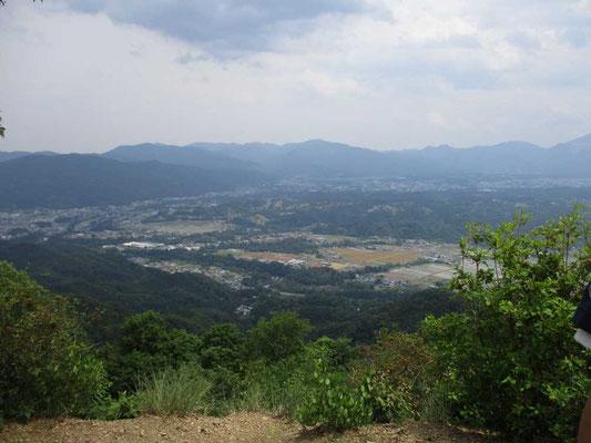 山頂から見る皆野方面の景観