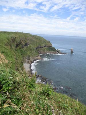 展望台からずっと歩いて岬まで辿りました