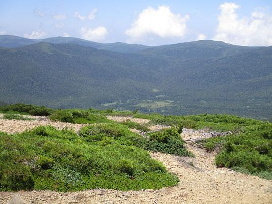 始め行き先を迷った谷地平が下の方に見えます