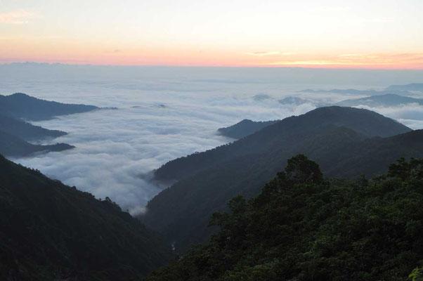 この日も下界は雲海の下でした
