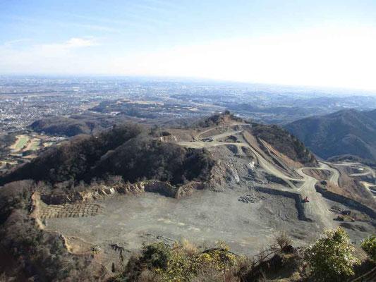例会は日曜なのでたいてい砕石工事は休業、静かです