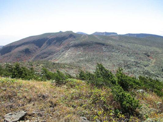 箕輪山山頂から安達太良本峰方面 正面は鉄山