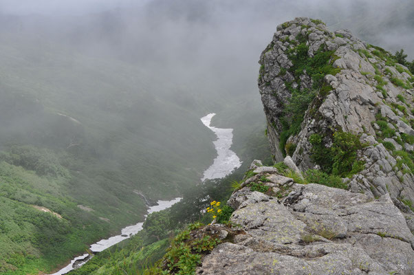 御秘所(おひしょ)と呼ばれる切れ落ちた岩稜地帯