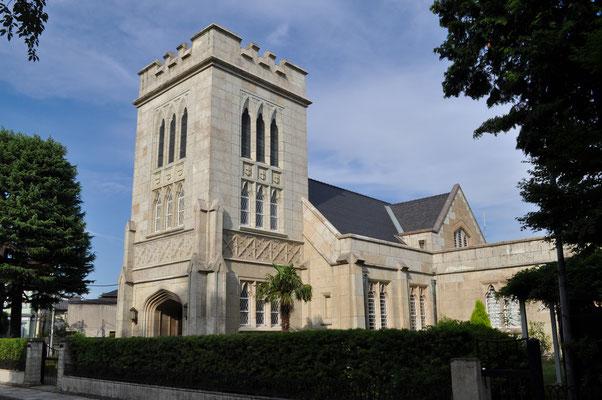 元町公園に面した山手通りにある「横浜聖公会」の教会です