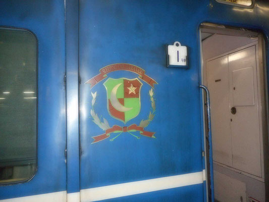 これがJR北海道特有の寝台車両のエンブレム 車両は古くてくたびれていますが、とてもカッコイイです